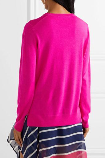 зимним модницам как никому подходят насыщенные и даже кислотные тона.  Светло-розовая кофта не лучший вариант для жгучей брюнетки 514d9e1635930