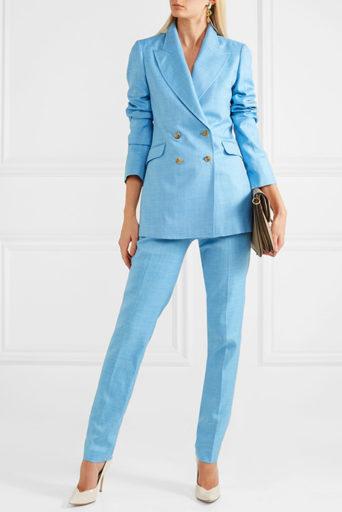 ... женского гардероба по праву считается шелковый костюм. Нарядное и  привлекательное изделие эффектно преображает образ d3980dbb9bcbf