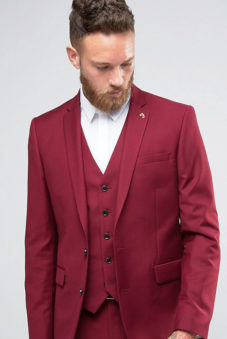 22b272773d72 Комплект такого цвета идеально подходит для неформальных мероприятий и  праздников. Пройдя весьма тернистый путь, костюм бордового цвета все  прочнее ...