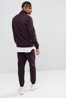 9246c9ee85ab Такой костюм обычно состоит из нескольких элементов – штанов, жилета или  футболки, кофты. Этот вид одежды может быть демисезонным. В жаркую погоду  можно ...