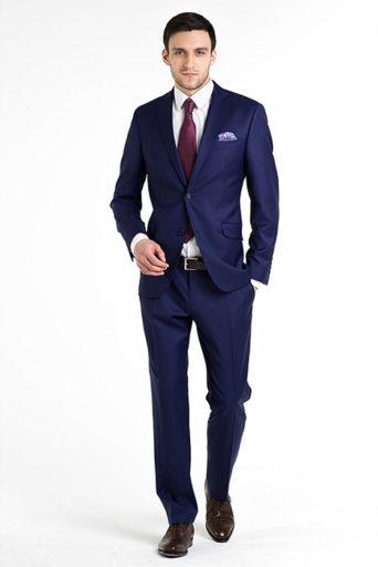 e540132de4c2 Синий костюм для офиса или торжества сумеет преобразить любого мужчину,  независимо от возраста и предпочитаемого стиля в одежде.