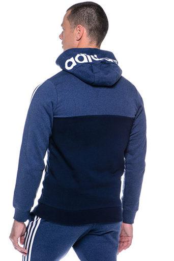 В СССР модная спортивная одежда вошла в обиход после Олимпиады 1980 г. С  тех пор изделия Adidas пользуются сумасшедшей популярностью. c215a4d8ccf