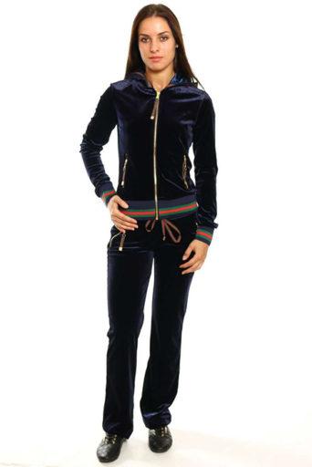 2d9a972e33d3 Сегодня в продаже можно найти множество актуальных моделей спортивных  костюмов. Большой популярностью пользуются изделия с цветами.