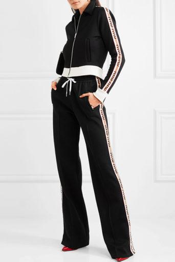 8684aa443227 Моду на подобные изделия ввели дизайнеры бренда Juicy Couture в начале XXI  в. Они взяли за основу наработки модной марки Fila, выпускавшей велюровые  ...