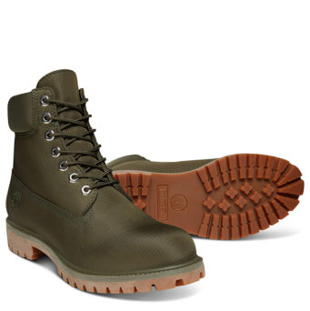 Обувь Timberland создана для гардероба в стиле кэжуал. Мужчины охотно носят  ботинки из нубука со свитерами и джемперами крупной вязки, спортивными худи  и ... 2b3348d1a6f