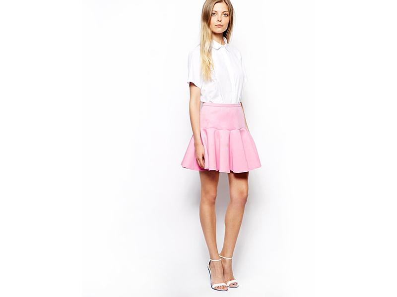Девушки в розовой мини юбке
