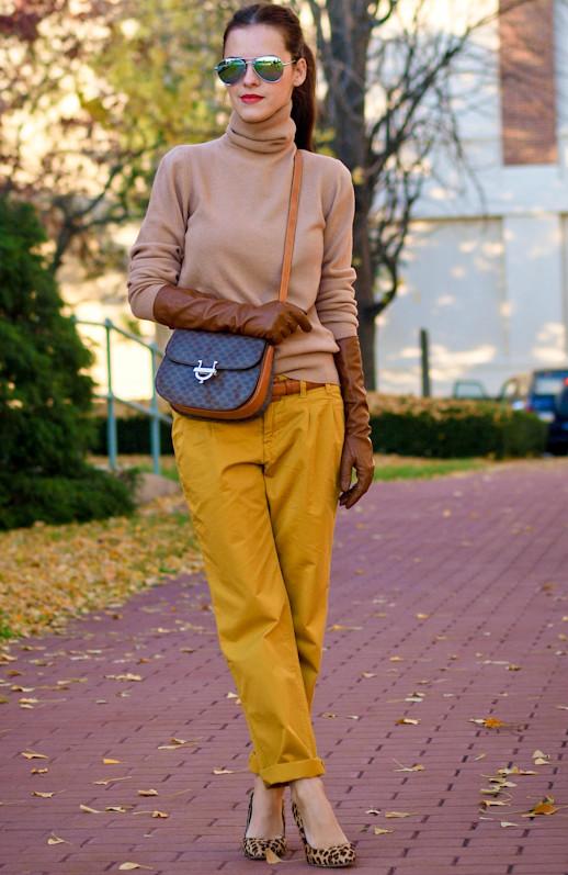 Что одеть с брюками горчичного цвета