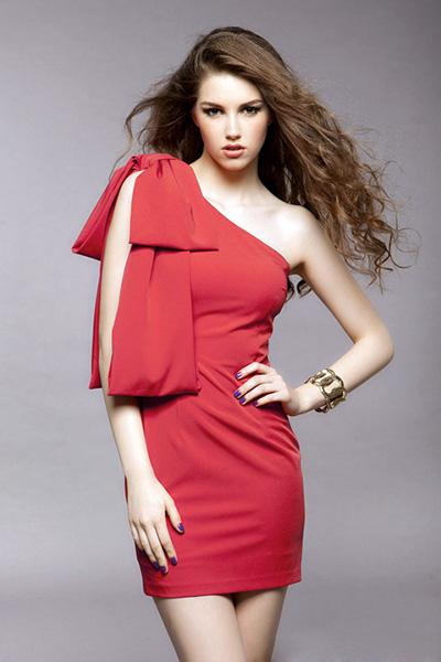 Красная платья с бантом