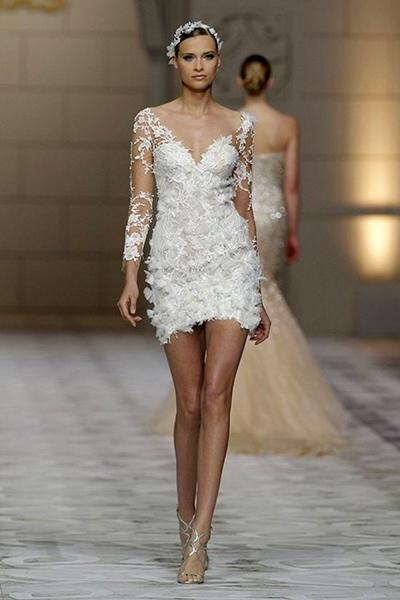 Короткое платье с длинной фатой