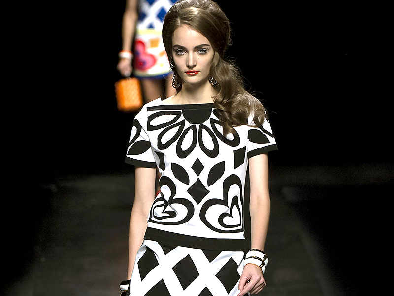 Черно белое короткое классическое платье