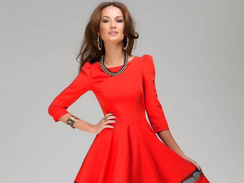 К красному платью коричневый