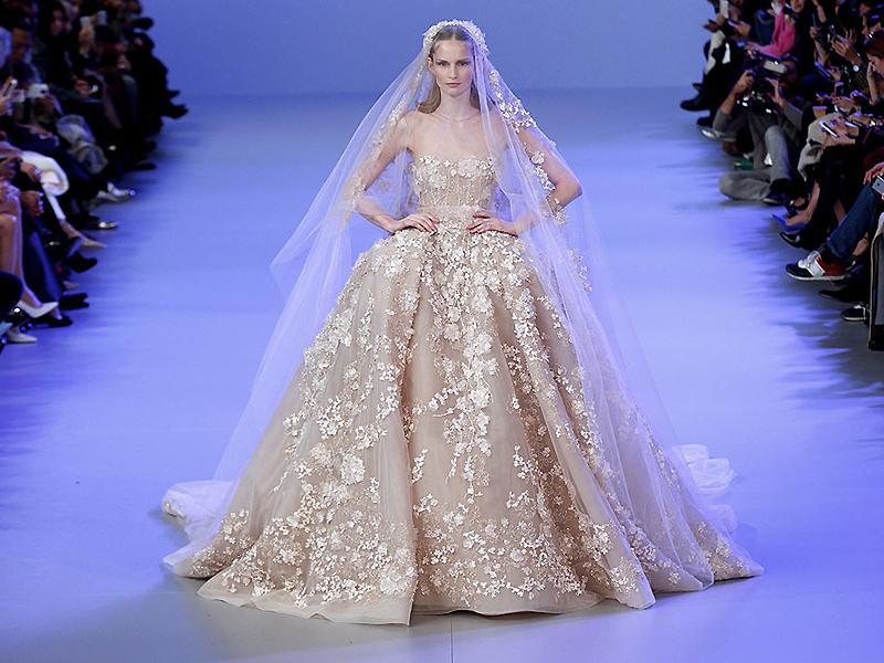 Удобно ли ходить в прямом свадебном платье