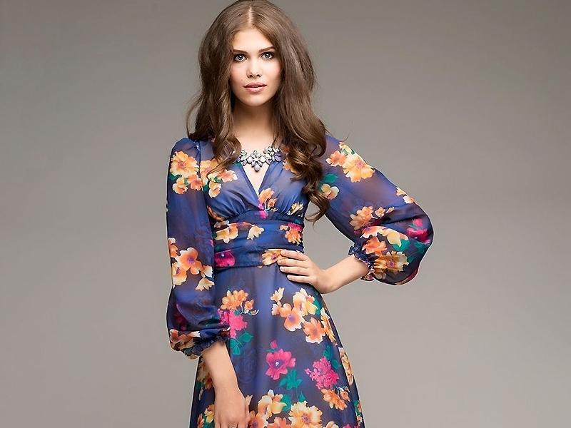 Платье с нежным цветочным принтом