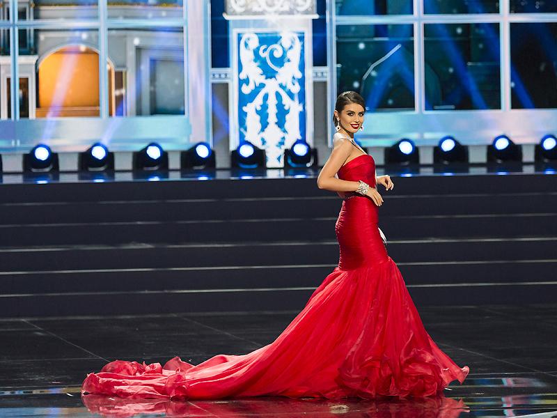 Красное платье со шлейфом: почувствуй себя королевой, Мода от