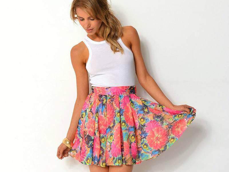 Девчонки в коротких юбках с красивыми ляшками 5