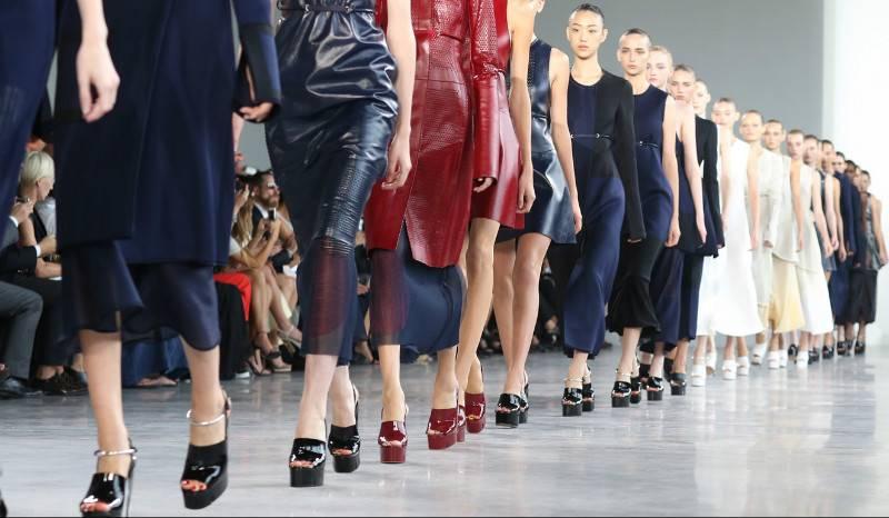 Модели показ мод фото