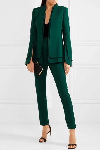 9a9a5bf5a5e Женщина в хорошо сшитом элегантном костюме непременно произведет  благоприятное впечатление на руководство и деловых партнеров