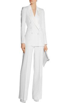 5e9f4a280246 Состоит классический деловой комплект из прямых брюк со стрелками и пиджака  слегка приталенного силуэта. Если требуется менее строгий стиль, ...
