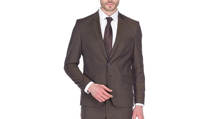 Цвет рубашки к коричневому костюму