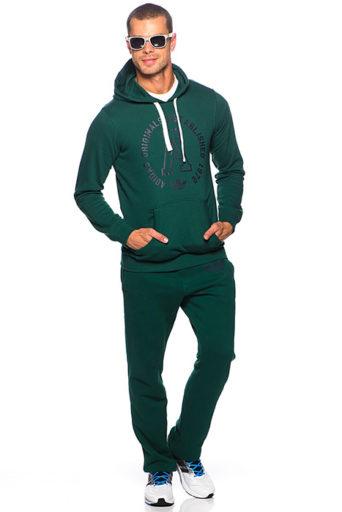 c25798a3 Сегодня этот бренд является одним из наиболее узнаваемых. В коллекциях  компании присутствуют яркие спортивные костюмы и более нейтральные модели.