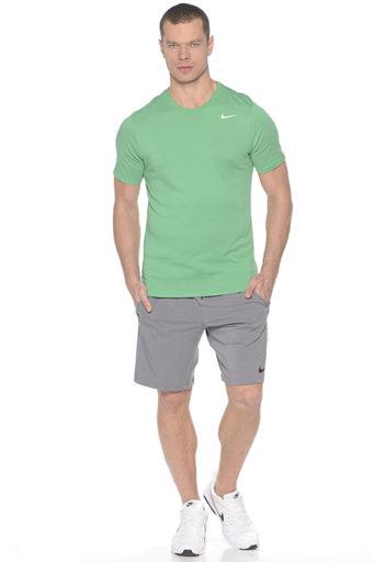 26029135 Сегодня мужская одежда «Найк» конкурирует по качеству и технологичности с  такими мастодонтами спортивной моды, как Adidas и Puma.