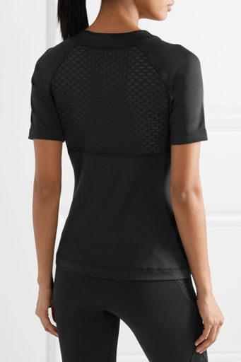 00e2745c Например, в настоящее время хитом продаж считаются классические черные  комплекты с белыми полосами и трилистником (коллекция Adidas Originals).
