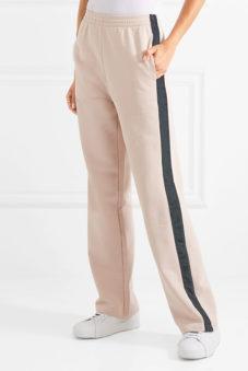 1f9648f7 По мнению стилистов, спортивные штаны должны быть у каждой девушки, а в  идеале – и не одни. Модельный ряд широк, среди которого каждая женщина  сможет ...