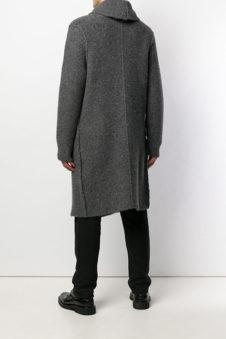 619dce8e4fae1 Удачно смотрятся на мужской фигуре удлиненные кардиганы из плотной ткани с  карманами, нашитыми на полочки. Традиционно карманы расположены в области  ...