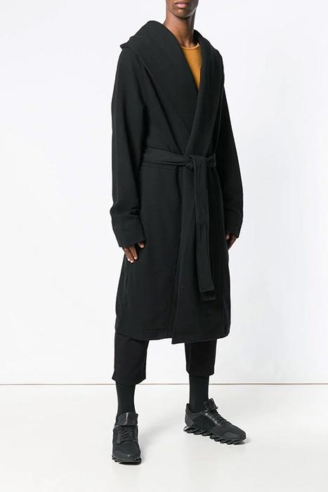 46c3f4feb4dd0 Модные модели длинных кардиганов для мужчин. Выбор мужских кофт огромен.  Встречаются изделия лаконичного дизайна, которые впишутся в деловой аутфит.