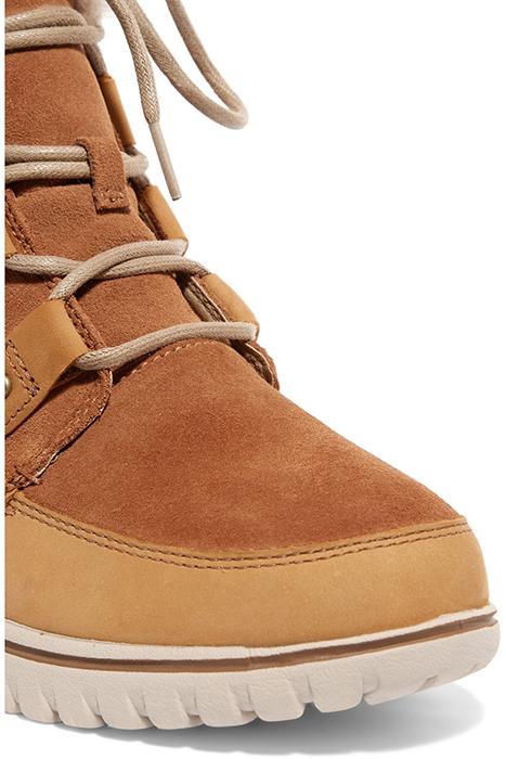 36c88e997 Оттенить коричневые или черные ботинки сумеет белый, бежевый или дымчатый  мех. Не теряют актуальности рыжие модели на шнуровке. Также для женщин  найдутся ...