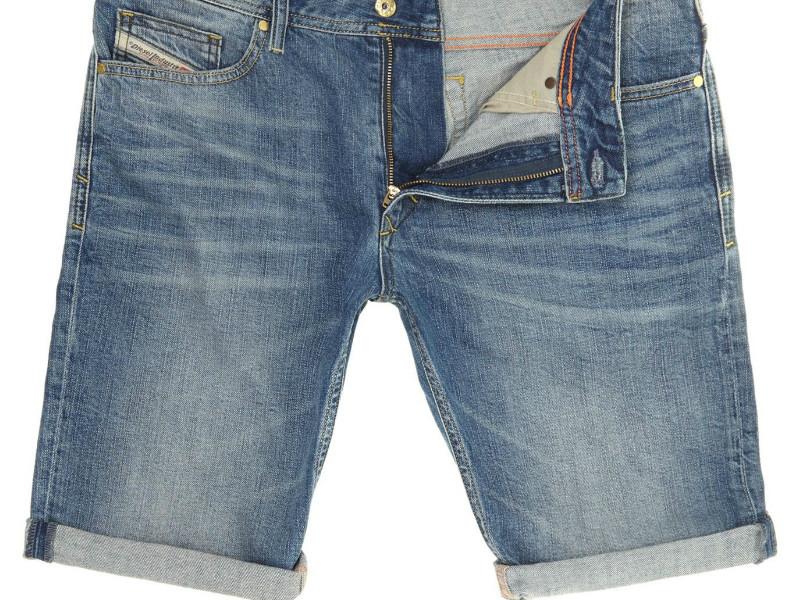 8b079d1bf3c0d Дизайн современных шортов из денима привлекает своей самобытностью,  неповторимостью и элегантностью. На фото модных каталогов одежды можно  заметить столь ...