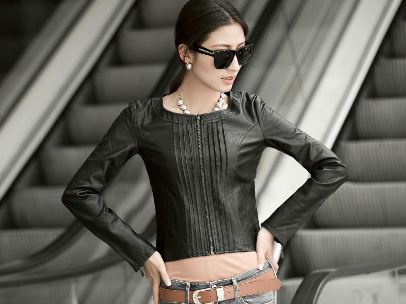 Укороченная кожаная куртка: лучшие модели сезона   Мода от Кутюр.Ru