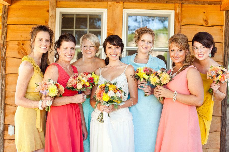 видно, одежда на свадьбу для гостей фото своим