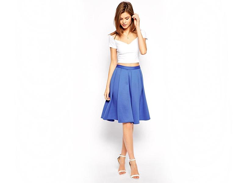 eaca7d7c62b Такая вещь выглядит стильно и строго, при этом вносит особую нотку  легкости, чистоты и гармонии. Одежда синего цвета способна на многое, она  подчеркивает ...