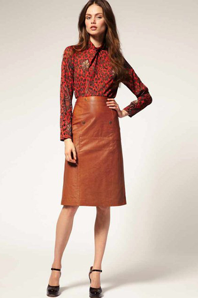 f3b7ffbe8d9 ... то лучшим решением для кожаной юбки в коричневых тонах станет  золотистый металл. Это может быть эффектная застежка-фермуар на сумке