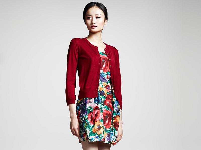 5e45a010e33724f Соединяя платье с кардиганом, удается составить великолепные ансамбли  неповторимого стиля и проявить дизайнерский талант. Эти элементы сами по  себе очень ...