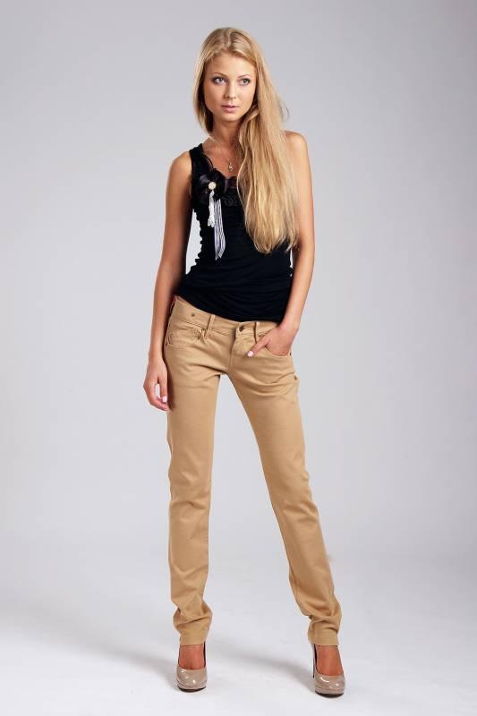 e8ecc45ad091 Женские бежевые брюки – азбука стиля | Мода от Кутюр.Ru