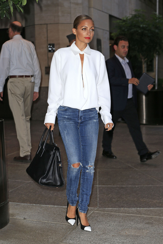 e757c580d48 Как носить рубашку с джинсами  даем модные советы девушкам