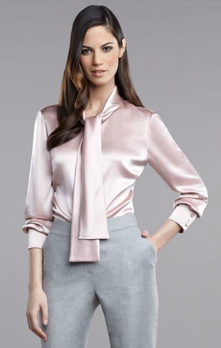 431139c7b00 Атласные блузки актуальны для нежных модниц