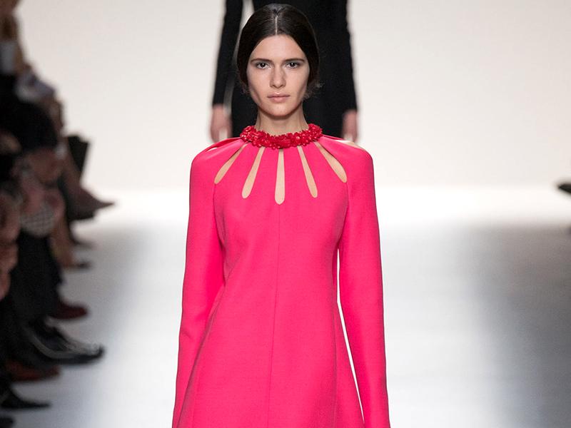 521f2ddab40 Универсальный вариант практически для любой ситуации – это платья  А-силуэта. Они представляют собой узкие на груди модели