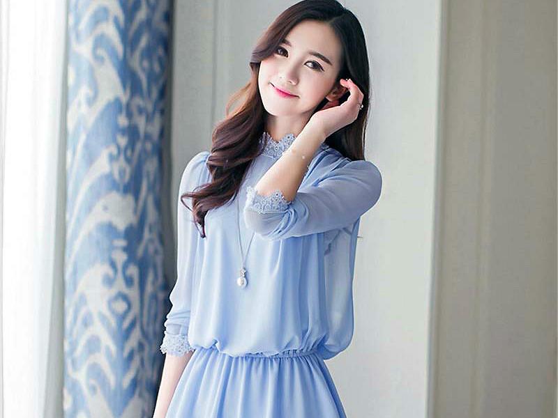 fb3fd995aa5 Голубая блузка подарит молодость и свежесть образу