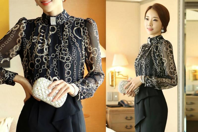 Блузка с воротником стойкой и рюшами