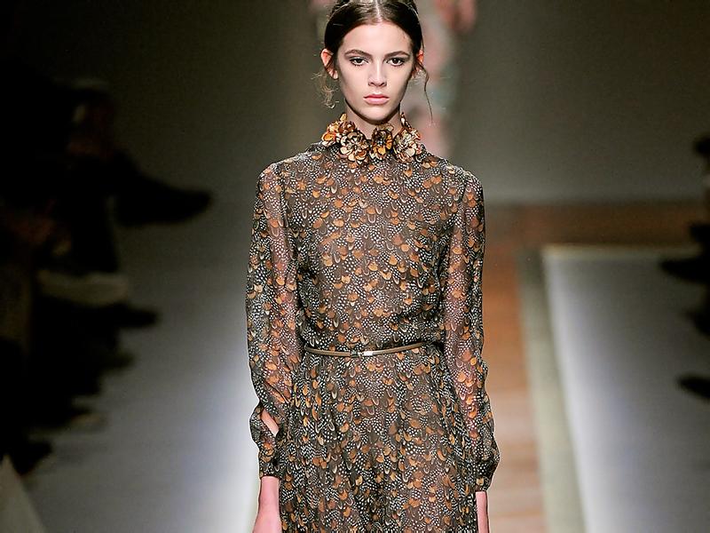 bb1423f4e4b Платье в пол с длинными рукавами – универсальная модель для любого образа