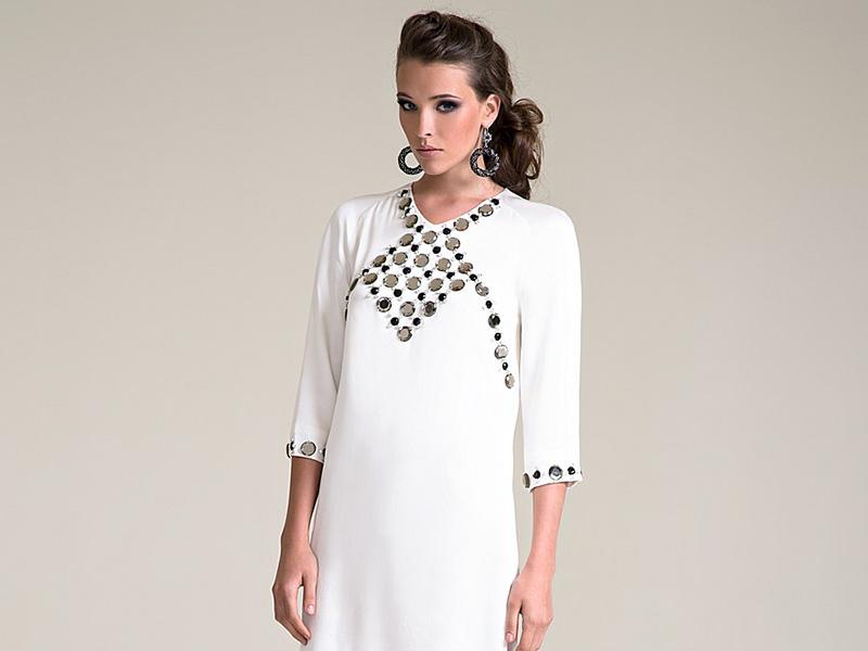 50dbe6d939e Платье с прямыми линиями достойно стать базовым элементом дамского гардероба.  Благодаря универсальности