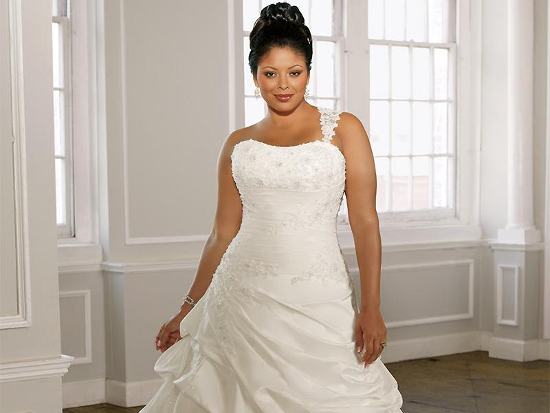 ab63d1ff524 Свадебные платья для полных женщин  подчеркните роскошную фигуру ...