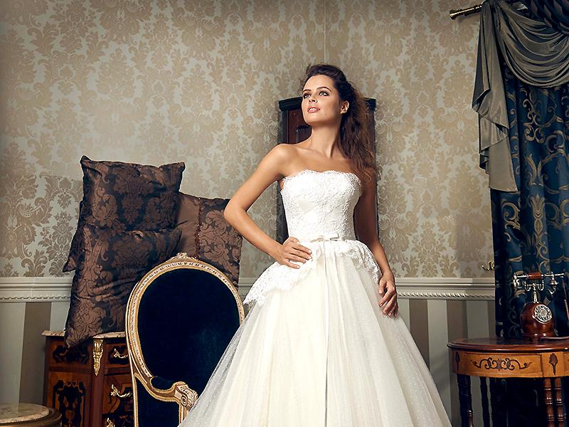 02da61d14d458c2 Свадебное платье с баской придаст наряду необычный вид | Мода от ...