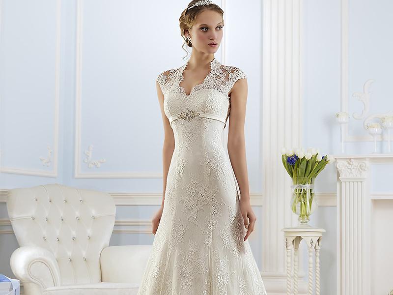 50d356afff44a7f Нежное, изысканное свадебное платье А-силуэта впервые появилось в 1955  году. Термин придумал дизайнер Кристиан Диор, применивший его в своей  коллекции.