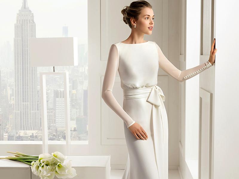 96baf372e57 Но не всем по душе такие модели. Нередко невесты выбирают скромные свадебные  платья. Причем такой выбор