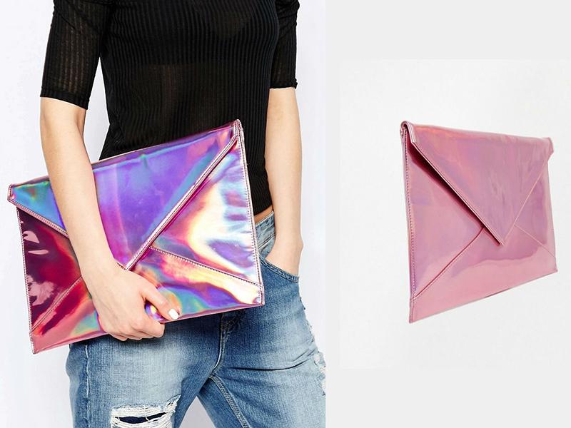 9d8dd38640c2 Практичный клатч-конверт прекрасно подойдет для повседневных луков. Причем,  отвечая на вопрос, с чем носить эту модную сумочку, можно смело отвечать –  с чем ...