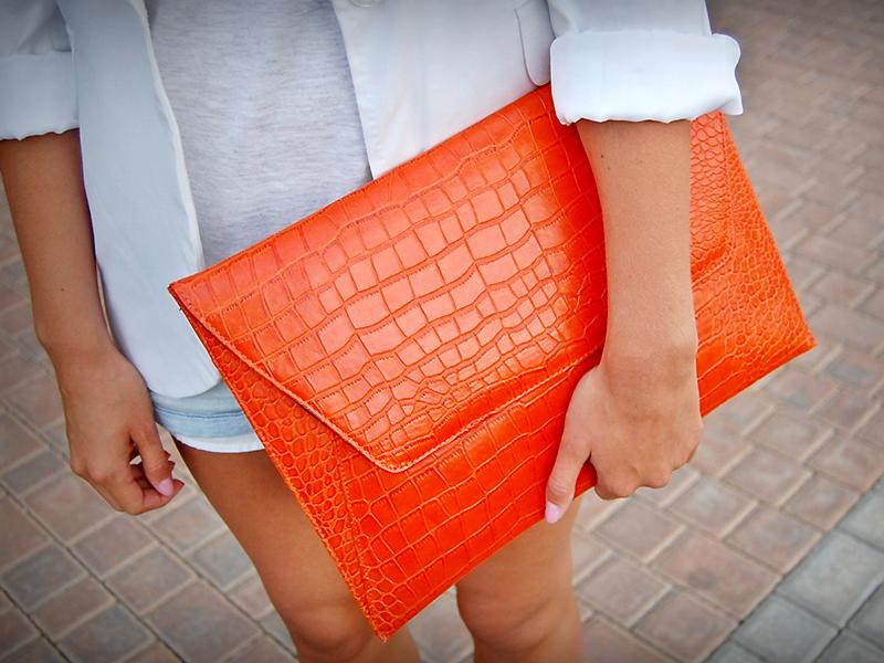65c512fdcf3a Если есть желание пополнить коллекцию новой модной моделью, то стоит  обратить внимание на оригинальный клатч-конверт. Этот вид сумки стал  популярным ...
